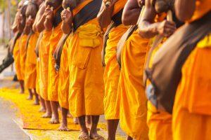 Buddhistische Mönche in Thailand genießen einen hohen Stellenwert
